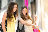 Two friends shopping together — Stock Photo