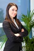 Businesswoman in a modern office — Stockfoto