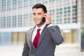 Businessman talking on the phone — Stockfoto