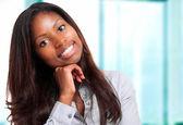 Geschäftsfrau im büro — Stockfoto