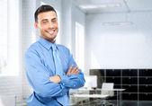 Bonito homem de negócios em seu escritório — Foto Stock