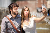 Tourists taking selfie in the city — Stock Photo