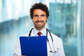 Doktor holding pano — Stok fotoğraf