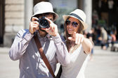 Tourists walking in city — Stock Photo