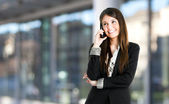 Businesswoman talking on phone — Stock fotografie