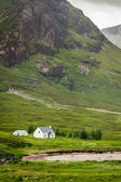 House in the sunny Scotland highlands — Stock Photo