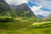 Footpath in the sunny Scotland highlands — Stock Photo