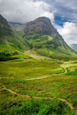Winding footpath in the Scotland highlands — Стоковое фото