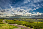 Path leading to the mountains in Scotland — Стоковое фото