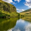 Beautiful views of the hill and lake in Scotland in summer — Stock Photo