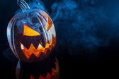 Testa di zucca di halloween spaventoso fumatori — Foto Stock