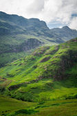 Footpath in Scotland highlands in summer — Stock Photo