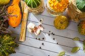 Légumes recette et à l'automne et les champignons en bocaux — Photo