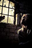 精神の刑務所で自由の女性の夢 — ストック写真