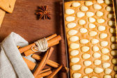 Cinnamon and piece of gingerbread Cottage — Stock Photo