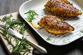 Peito de frango fritado com especiarias — Fotografia Stock