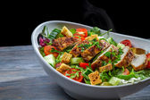 Healthy salad made ​​with vegetables and chicken — Stock Photo