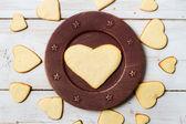 Herzform-Cookies, die auf einer Platte Nr. 1 angeordnet — Stockfoto