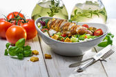 Fresh salad with chicken, tomato and olive — Fotografia Stock