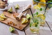 Składniki świeże zimny napój cytrynowy — Zdjęcie stockowe