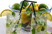 Closeup of fresh cold drink lemon — Stock Photo
