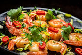 Hot shrimp fried in a pan with butter and herbs — Foto Stock