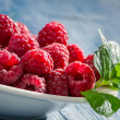 Closeup of fresh raspberries with green leaf — Stock Photo