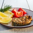 Closeup of fried fish with tomatoes and lemon — Stock Photo