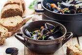 Mussels served in a sunny day with homemade bread — Stock Photo