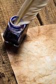 Manuscrits anciens et vieux enveloppe avec encrier bleu — Photo