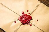древние свитки и старый конверт с синяя чернильница — Стоковое фото