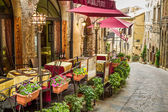 Vintage cafe on the corner of the old city in Italy — Стоковое фото