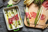 Asparagus rolled in ham and baked with cheese — Stock Photo