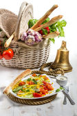 Healthy salad with salmon and fresh vegetables — Stock Photo