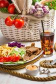 Ana yemek sebze ve et kebabı ile yapılan — Stok fotoğraf