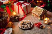 Conjunto de mesa de presentes de natal com pão de mel — Foto Stock