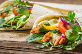 Closeup of tasty kebab with vegetables and chicken — Stock Photo