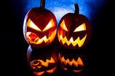 Calabazas, sobre fondo negro para la fiesta de halloween — Foto de Stock