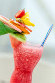 Rinfrescante bevanda estiva con fragole — Foto Stock