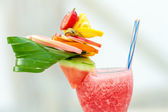 Refreshing summer drink with strawberries and watermelon — Zdjęcie stockowe