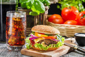 Homemade tasty hamburger and a Coke with ice — Zdjęcie stockowe