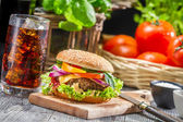 Homemade tasty hamburger and a Coke with ice — ストック写真