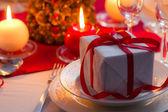 Gros plan de cadeau de noël sur la table — Photo