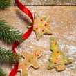 Gingerbread cookies for Christmas with red ribbon — Stockfoto