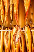 Zbliżenie wędzone ryby w wędzarni — Zdjęcie stockowe