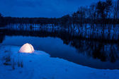 Warm camping in the winter at the lake — Stock Photo