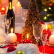 Foto Stock: Candlelight on table decorated beautifully for Christmas