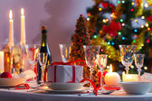 Christmas table setting before dinner — Stockfoto