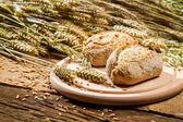 Kahverengi çörekler taze tahıl pişmiş tatlı — Stok fotoğraf