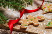 Small gingerbread cookies for Christmas on a wooden table — Stock Photo